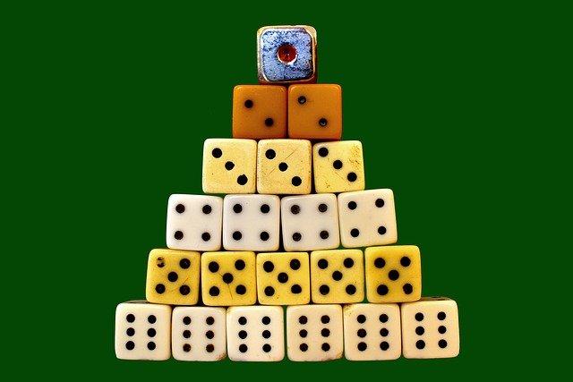 宝くじが当たる人が決まっている可能性は極めて低いことを理解しよう