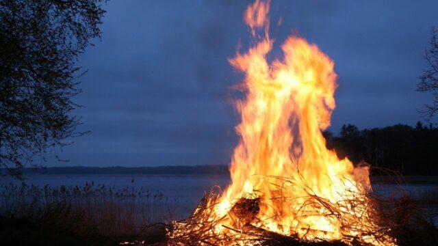 火事の夢と宝くじの関係性について解説!火事の夢の意味や実際に宝くじが当たった人も紹介