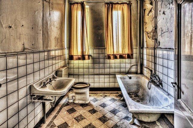 汚いトイレの夢を見た後は宝くじを購入すべき?夢占いにおけるトイレの意味も紹介